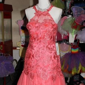 Dresses & Skirts - PROM Peach Dress in Women